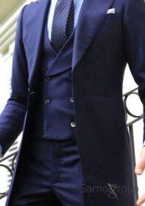 длинный темно-голубой костюм
