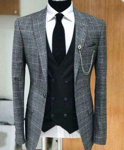 стильный серый костюм с жилеткой, привлекательный костюм угольного цвета